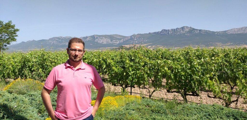 Wojciech Giebuta - dziennikarz winiarski, przewodnik enoturystyczny z ponad dwudziestoletnim doświadczeniem w podróżach winiarskich na całym świecie, sommelier. Rozmowa w Radiu Kulinarnym.